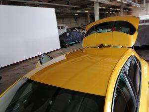 dach samochodu renault przygotowywanie podłoża do oklejania