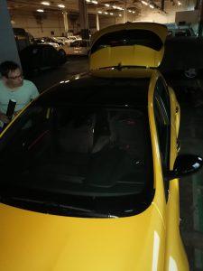 oklejony dach samochodu renault oklejanie folią