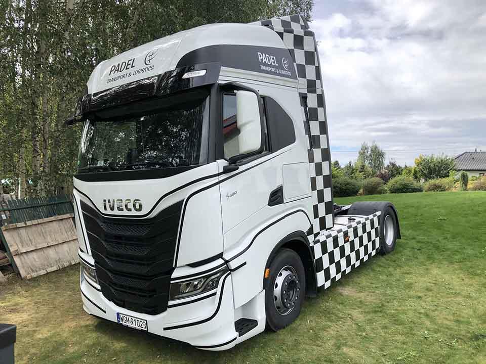 ciężarówka ciągnik iveco oklejona folią 3m pojazd