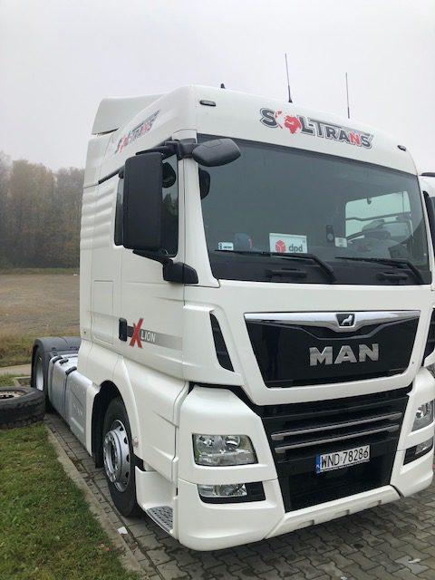 samochody ciężarowe oklejone wytrzymałą folią 3m 2080
